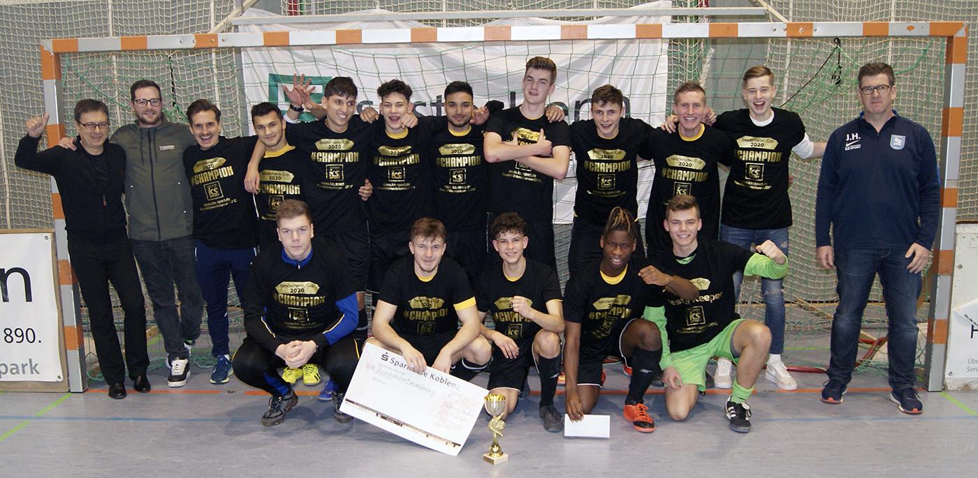 Am Ende jubelten die A-Junioren von TuS Koblenz in den Siegershirts,  gestellt von Druckwerk KS Sport.